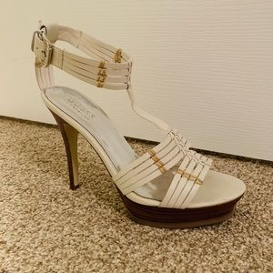 Guess while leather sandals US 7
